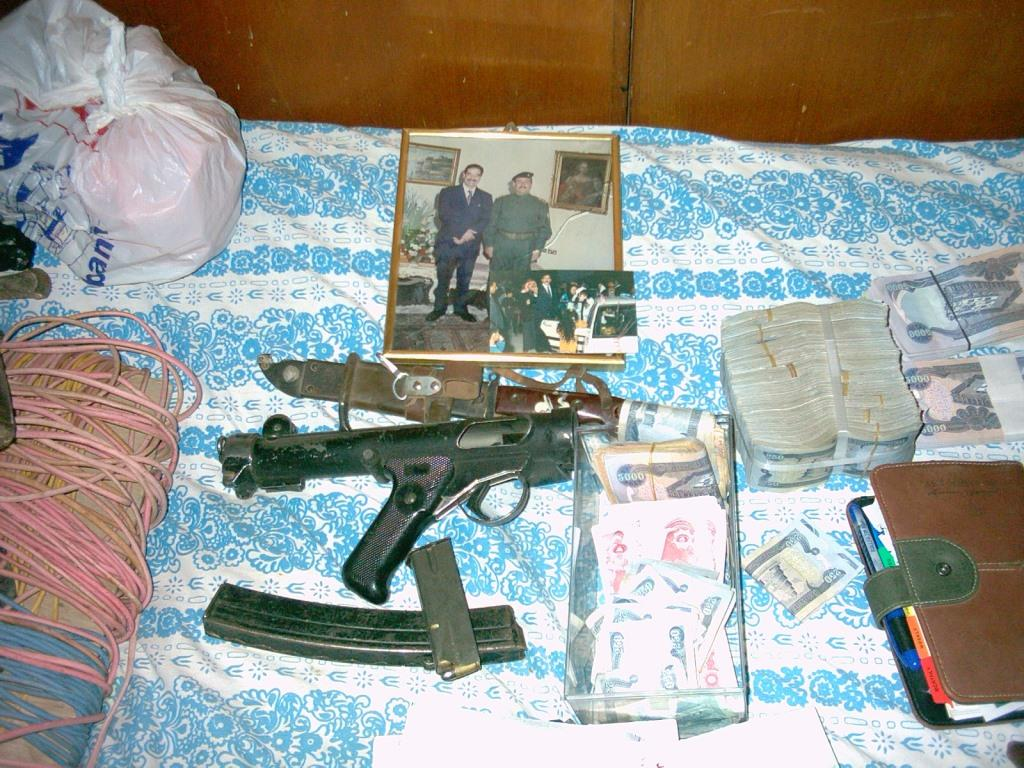 The face of Middle War: documents and weapons sized in raid in Al-Alam, Iraq. Photo by Uathor