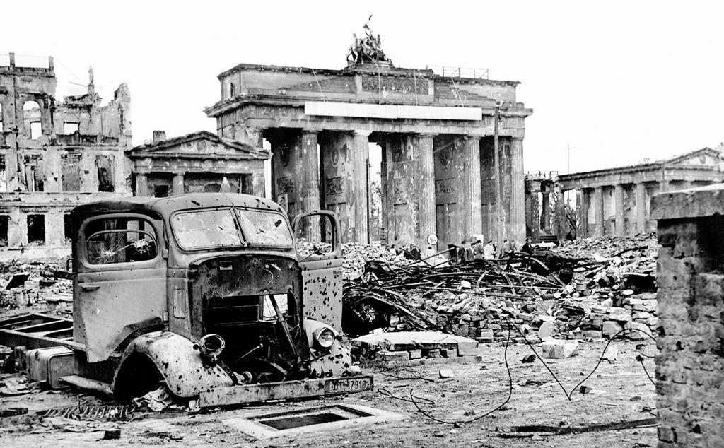 The battle of berlin 16 april 2 may 1945 battles for Porte de brandebourg
